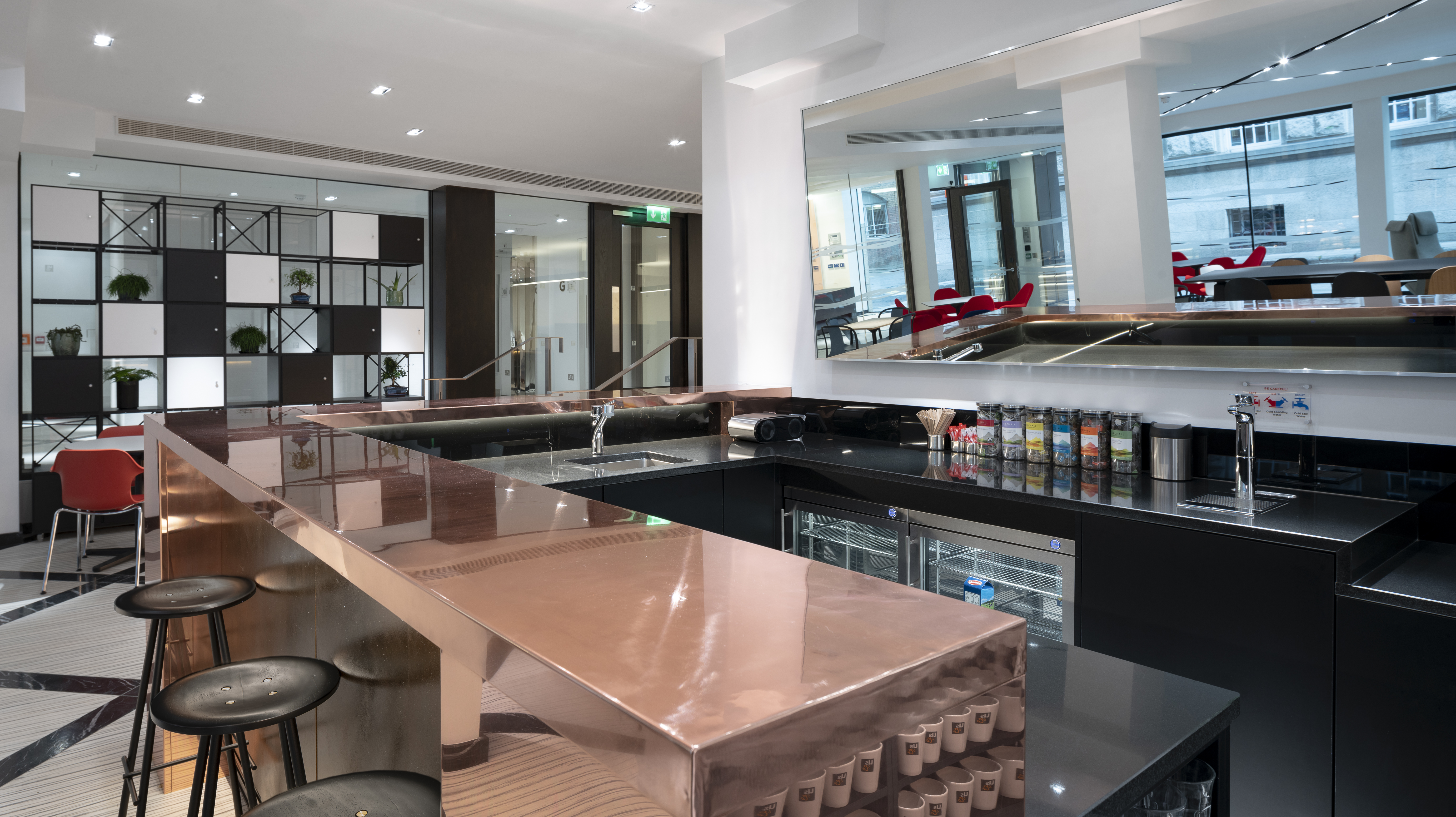 Dublin Us&Co breakout space with bar for socialising and networking ©donalmurphyphoto